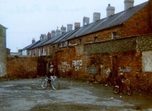 Children playing near Falls Road in Belfast, Northern, Ireland, in 1981 (Jeanne Boleyn, Wikimedia Commons)