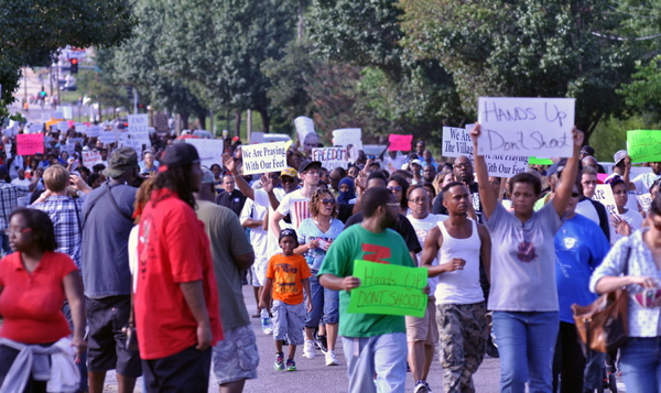 Protesters demonstrating down West Florissant Avenue in Ferguson, Mo. (By Loavesofbread via Wikimedia Commons)